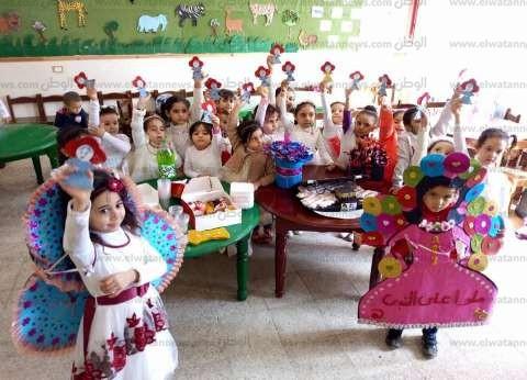 """بـ""""فساتين وجلابيب""""..أطفال حضانة يحتفلون بالمولد النبوى""""محمد نبينا"""""""