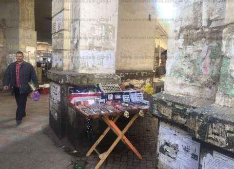 """باعة جائلون عن تداعيات حادث محطة مصر: """"محدش له نفس يشتري زي الأول"""""""