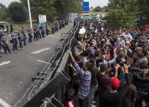 مهاجرون يتظاهرون على الحدود بين اليونان ومقدونيا لتحديد موعد إعادتهم لتركيا