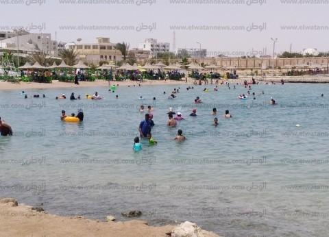 إقبال كبير على شواطئ الغردقة في أول أيام عيد الفطر المبارك