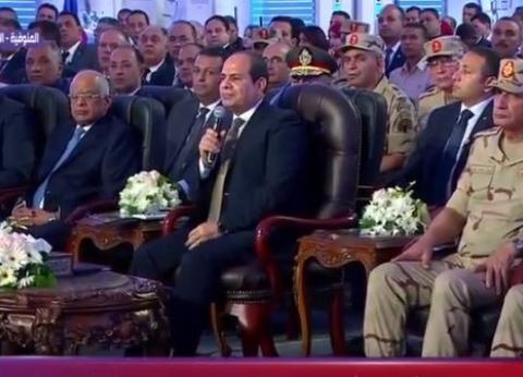 """السيسي يستفسر من """"الوزير"""" عن تعديات الطرق.. ويرد: """"اتحلت في 48 ساعة"""""""