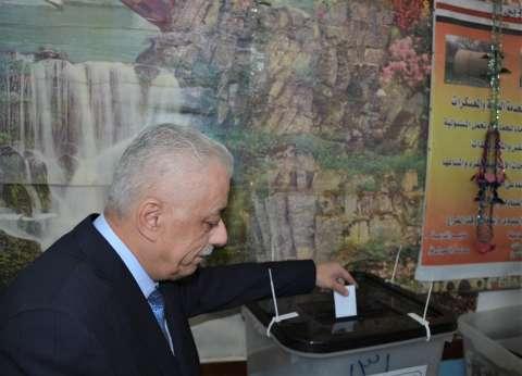 في السيدة زينب.. وزير التعليم يدلي بصوته والسيدات في صدارة المشهد