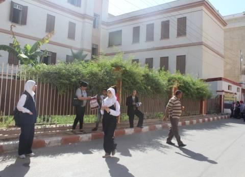 طلاب الثانوية العامة في أسيوط يؤكدون سهولة امتحان اللغة العربية