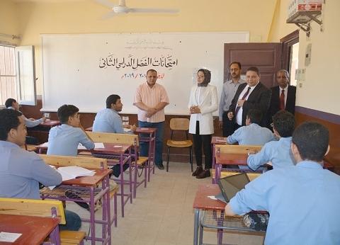 """69% من طلاب الوادي الجديد نجحوا في امتحان اللغة العربية بـ""""التابلت"""""""