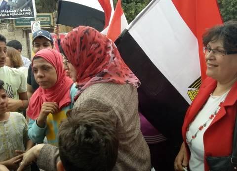 """ناخبات في شبرا يهتفن ضد القناة القطرية: """"الجزيرة فين.. المصريين أهم"""""""