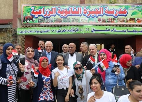 رئيس جامعة الأزهر يدلي بصوته في الاستفتاء بالبحرين