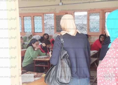 """""""وسط التعليمية"""" بالإسكندرية: امتحان أولى ثانوي الورقي واضح ومن المنهج"""