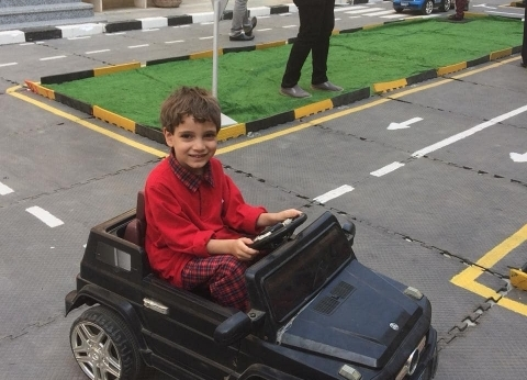 """تدريب الأطفال على القيادة داخل مدرسة بالفيوم: """"عشان يعلم أبوه وأمه"""""""