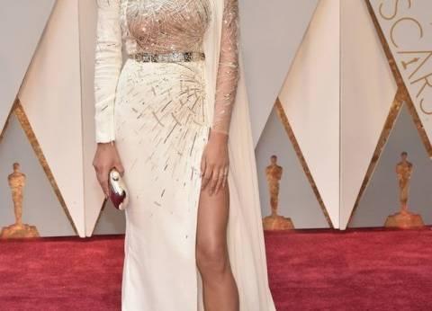 بالصور| الفساتين ذات فتحات الساق الجانبية تختطف الأنظار في حفل الأوسكار