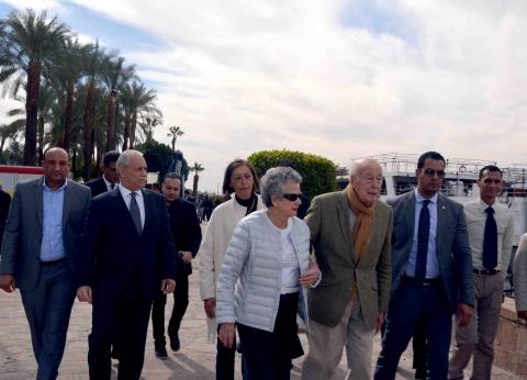 الرئيس الفرنسي الأسبق يصل الأقصر لقضاء رحلة سياحية