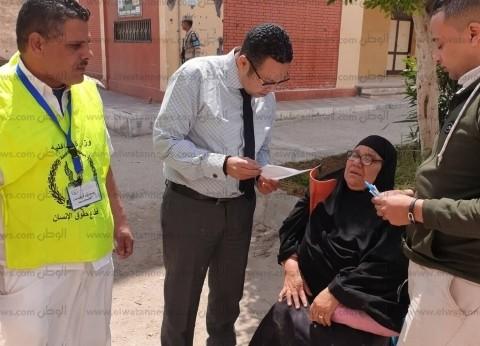 رئيس لجنة ببورسعيد ينتقل إلى خارجها للتسهيل على ناخبة قعيدة