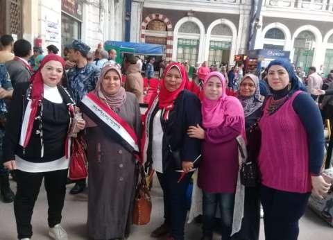 """إقبال كبير من موظفي """"المصرية للاتصالات"""" على لجان الاستفتاء الدستوري"""