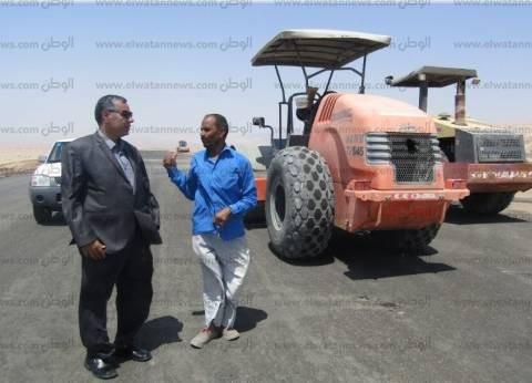 بالصور| رئيس مدينة أبو رديس يتابع أعمال ازدواج الطريق الدولي
