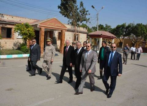 محافظ المنيا ومدير الأمن يفتتحان قاعة كبار الزوار ومسجد الإخلاص بقوات الأمن