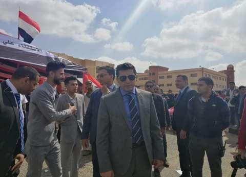 وزير الشباب يدلي بصوته في الاستفتاء: المشاركة تؤكد وعي الشعب