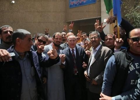 بالصور| محافظ كفر الشيخ يتفقد لجان الاستفتاء بمركز الرياض