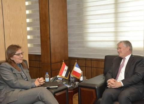وزيرة التخطيط والسفير الفرنسي يبحثان تعزيز التعاون في الإصلاح الإداري