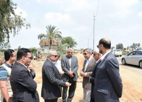 محافظ الشرقية يتفقد تغطية ورصف المرحلة الأولى من طريق بحر أبو الأخضر