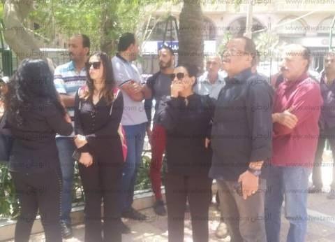بالصور| سليمان عيد وبدرية طلبة أبرز حضور جنازة محمد شرف