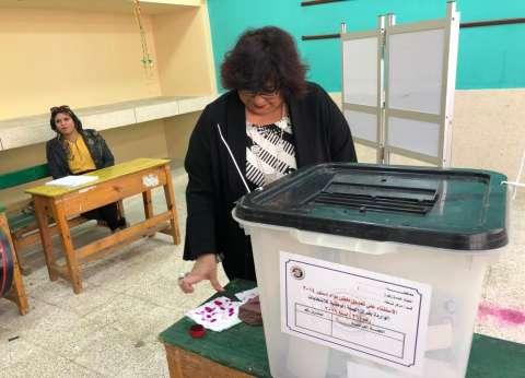 وزيرة الثقافة تشيد بالإقبال الكثيف على لجان الاستفتاء