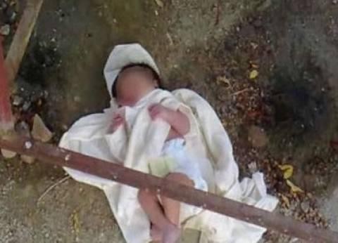 العثور على جثة رضيعة ملقاة على رمال الشاطئ في بورسعيد