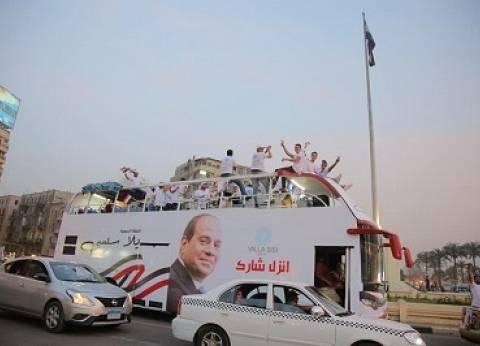 «حملات السيسى» تتحرك بأوتوبيسات مكشوفة.. وتنظم حملات طرق أبواب بالقاهرة والجيزة فى اليوم الأخير للدعاية