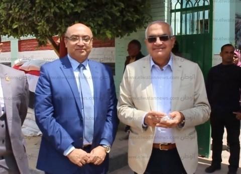 رئيس جامعة المنصورة يدلي بصوته في الاستفتاء