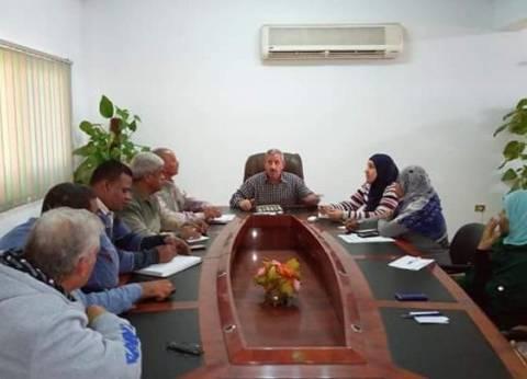 رئيس مدينة القصير يناقش استعدادات الاحتفال بالعيد القومي