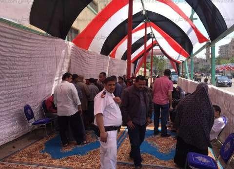 احتشاد الناخبين أمام لجان المطرية في ثاني أيام الاستفتاء