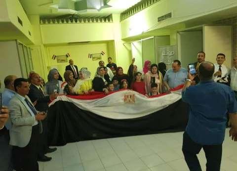 المصريون في الكويت يدلون بأصواتهم في الاستفتاء