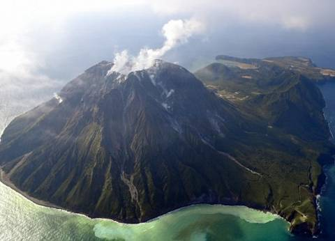 بالفيديو| لحظة ثوران بركان سومطرة في إندونيسيا