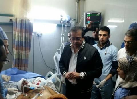 وزير التعليم العالي يزور مصابي تفجير الروضة بمستشفى جامعة قناة السويس