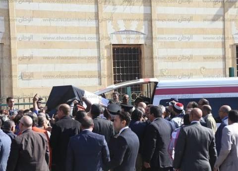 بالصور| خروج جثمان شادية من مسجد السيدة نفيسة إلى مثواه الأخير