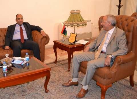 """وزير """"صحة الوفاق"""" يزور """"المندوبية الليبية"""" في القاهرة"""