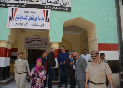 تزايد الإقبال على لجان الاستفتاء غرب المنصورة