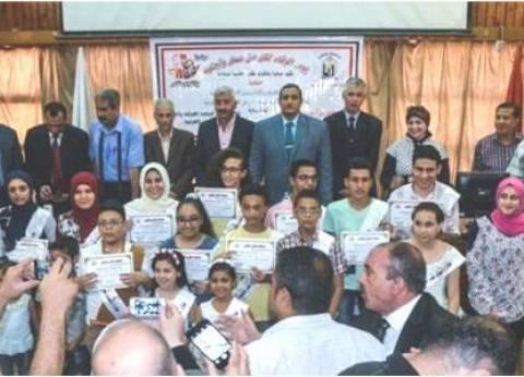 نائب محافظ القاهرة يكرم الطلاب المتفوقين بالشهادات