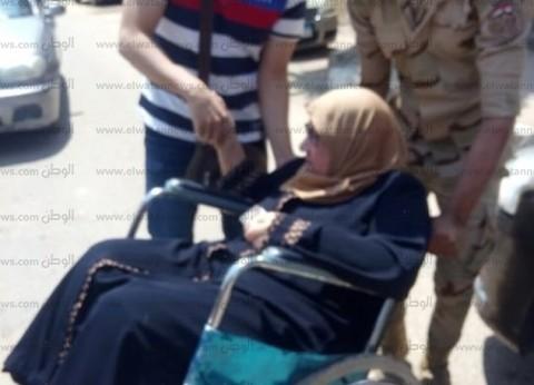 """بـ""""مساعدة جندي"""".. """"آمال"""" تشارك في الاستفتاء: """"لازم نقف مع مصر"""""""
