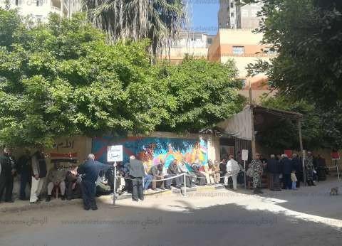 توافد الناخبين على صناديق الاقتراع بالإسكندرية