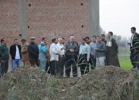 بالصور| محافظ المنوفية يتفقد قرية العشري ويستمع لشكاوى الأهالي