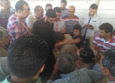 """قرية """"دير الجرنوس"""" تشيع جثامين 9 من شهداء """"هجوم المنيا"""" الإرهابي"""