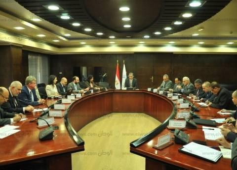 وزير النقل يلتقي وفد البنك الدولي لبحث التعاون في السكك الحديدية