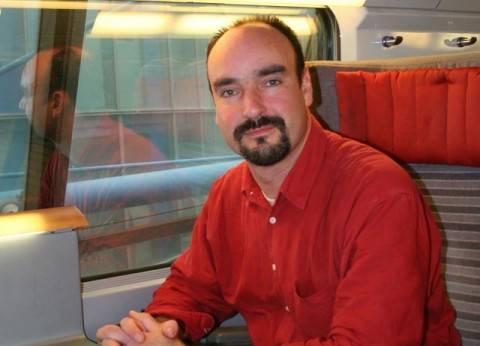بريطانى ركب القطار فى مصر فتعلم «الفهلوة» ونقل تجربته فى «المقعد 61»