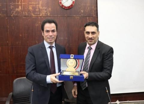 """تكريم أحمد المسلماني في """"اقتصاد وعلوم سياسية القاهرة"""""""