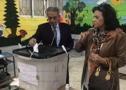 بالصور| عمرو موسى يدلي بصوته في الانتخابات الرئاسية