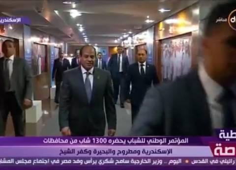 """السيسي يقاطع رامي رضوان لإعطاء الكلمة لأحد الشباب: """"هنلبي كل مطالبهم"""""""