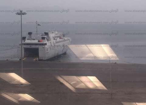 إحالة 35 راكبا على متن إحدى السفن بميناء سفاجا للمستشفى بعد إصابتهم بالتسمم