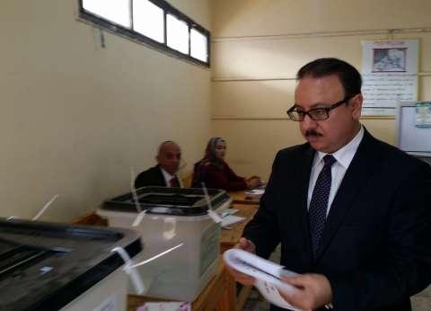 """وزير الاتصالات يدلي بصوته في """"عاطف بركات"""" بمصر القديمة"""