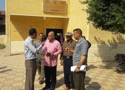 محافظ المنيا يحيل 33 موظفا بالعدوة للتحقيق بسبب الغياب والإهمال
