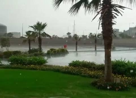 """إغلاق طريق """"العين السخنة-الزعفرانة"""" بالبحر الأحمر بعد سقوط أمطار غزيرة"""