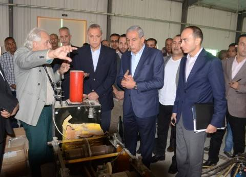 وزير التجارة والصناعة يتفقد أكبر مصنع للطاقة المتجددة فى قنا